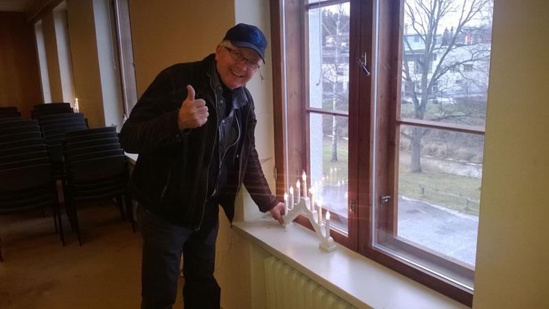 Lasse Ojanen sytytti itsenäisyyspäivän kynttilät